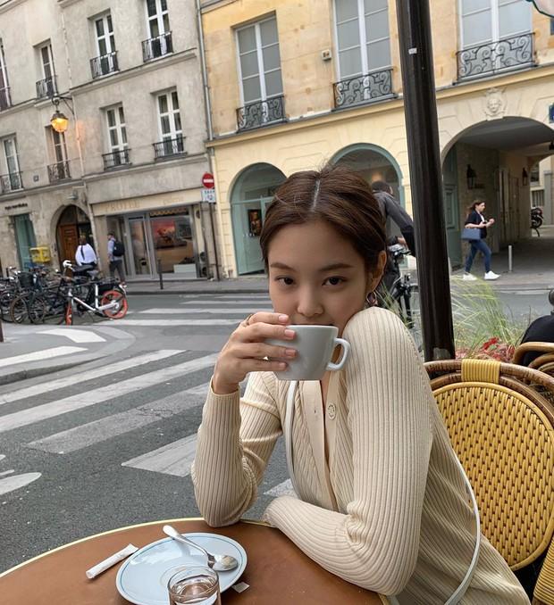 Muôn kiểu tạo dáng độc lạ của Jennie khi đi du lịch, ai còn đang bế tắc lúc chụp ảnh thì thử xem sao - Ảnh 15.