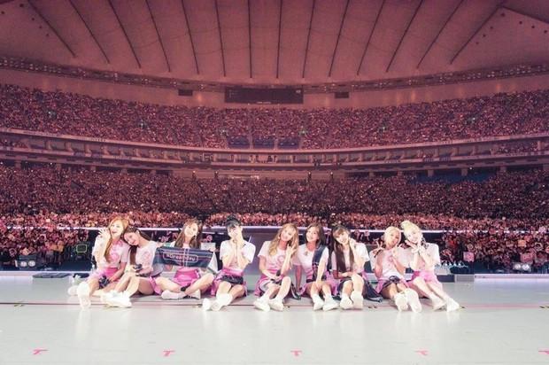 Doanh thu khủng từ các concert mới nhất của idol Kpop: BTS gấp đến 10 lần so với TWICE và BLACKPINK - Ảnh 4.