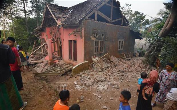 5 người thương vong, trên 1.000 người phải sơ tán do động đất tại Indonesia - Ảnh 1.