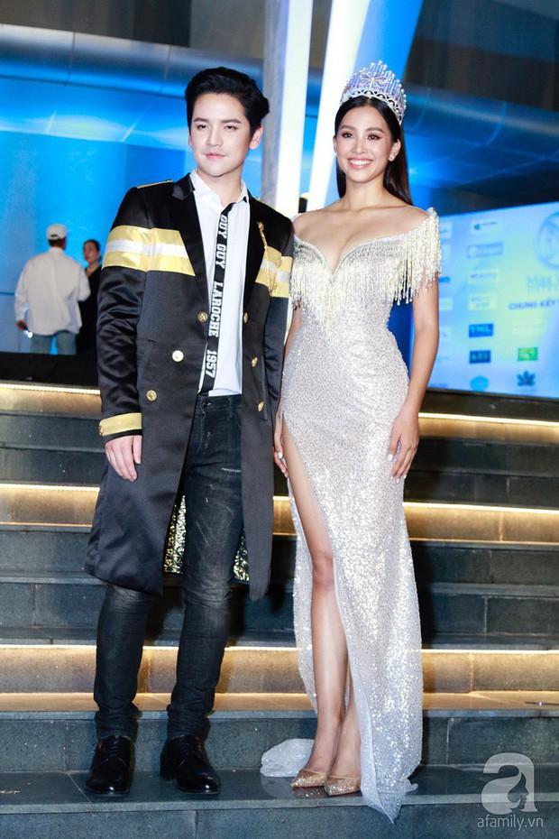 Chứng tỏ đẳng cấp Hoa hậu, Trần Tiểu Vy lấn át cả dàn thí sinh lẫn các đàn chị với bộ đầm hở trên xẻ dưới sexy tột cùng - Ảnh 2.