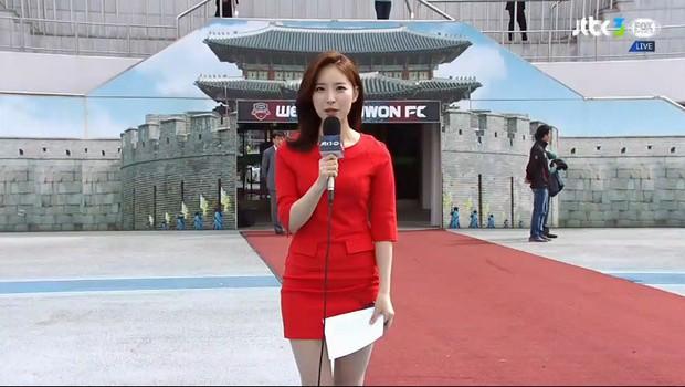 Nhận lời phỏng vấn trên đường, nữ sinh gây ấn tượng với gương mặt đẹp, giọng nói ngọt ngào rồi được nhà đài mời làm phát thanh viên luôn - Ảnh 4.