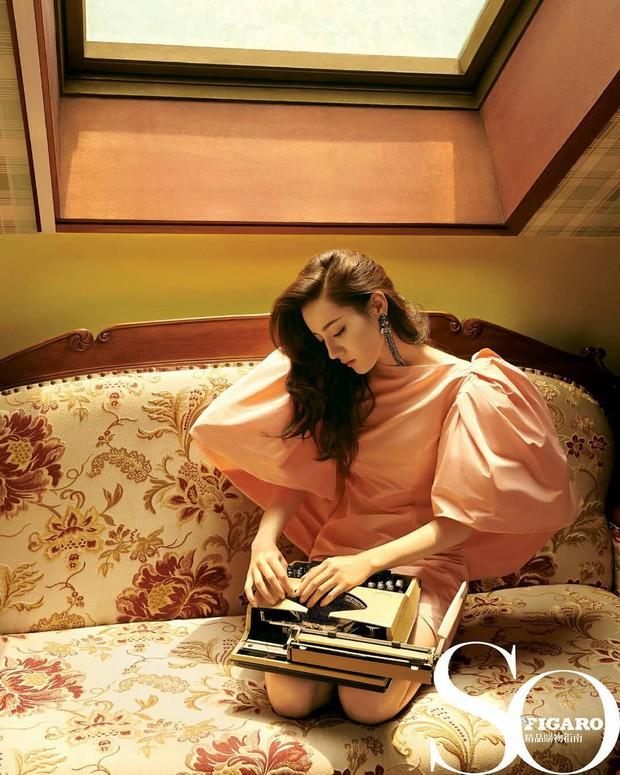 Thần thái tuy có hơn nhưng Park Min Young vẫn bị trừ 1 điểm vì váy kém phẳng phiu khi chụp hình tạp chí - Ảnh 3.