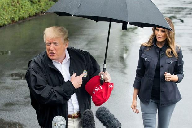 Cách cầm ô trong ngày mưa gió tiết lộ điều gì về tính cách con người, loạt ảnh dưới đây sẽ cho bạn câu trả lời - Ảnh 5.