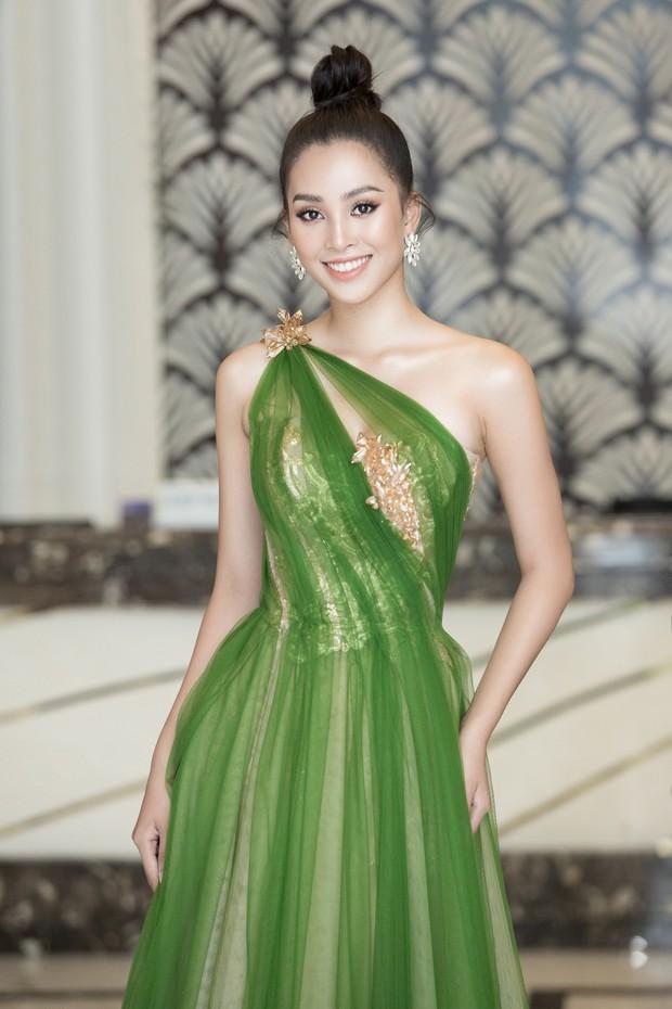 Chứng tỏ đẳng cấp Hoa hậu, Trần Tiểu Vy lấn át cả dàn thí sinh lẫn các đàn chị với bộ đầm hở trên xẻ dưới sexy tột cùng - Ảnh 5.