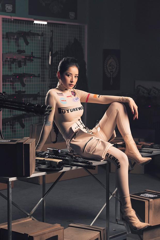 """Chi Pu so kè với mỹ nhân """"Chiếc Lá Bay"""" Baifern Pimchanok khi cùng diện mẫu áo sexy tột đỉnh: Ai xuất sắc hơn? - Ảnh 3."""
