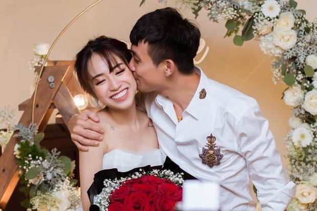 """Đại gia Minh Nhựa khoe ảnh thơm má con gái, vợ 2 Mina Phạm vào """"thả"""" một bình luận khiến ai cũng chú ý - Ảnh 1."""