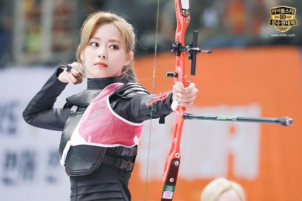Dàn sao Hàn trong đại hội thể thao Idol: Tzuyu xứng danh nữ thần bắn cung, mỹ nam Stray Kids gây chú ý - Ảnh 2.