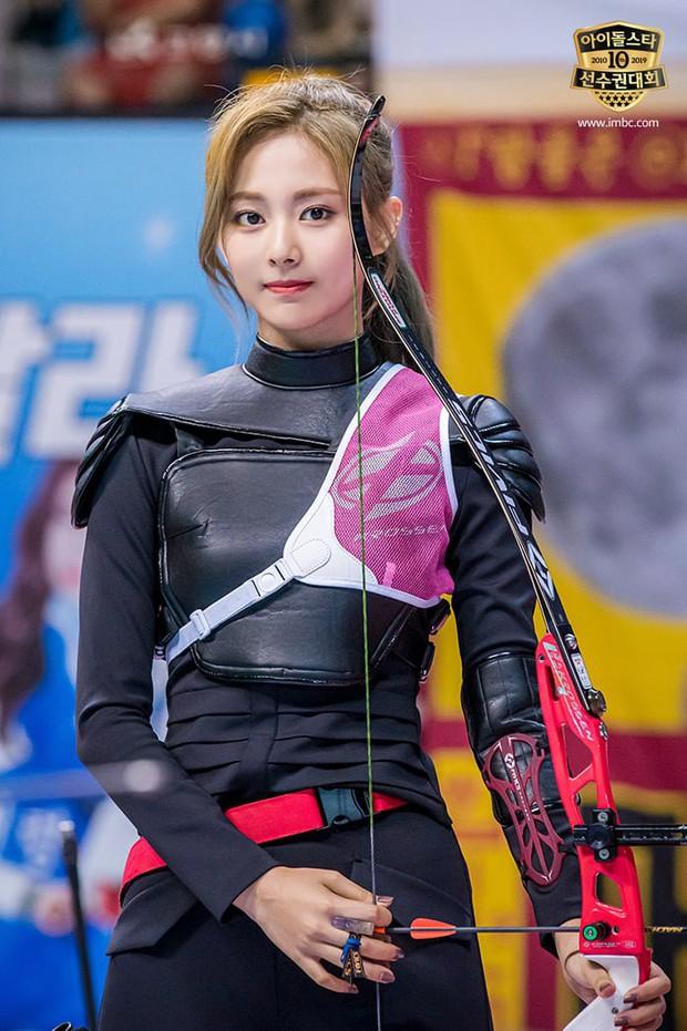 Dàn sao Hàn trong đại hội thể thao Idol: Tzuyu xứng danh nữ thần bắn cung, mỹ nam Stray Kids gây chú ý - Ảnh 1.