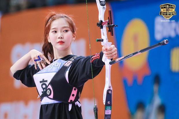 Dàn sao Hàn trong đại hội thể thao Idol: Tzuyu xứng danh nữ thần bắn cung, mỹ nam Stray Kids gây chú ý - Ảnh 5.