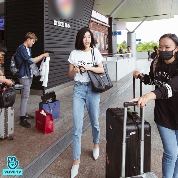 Bích Phương chanh sả xuất hiện tại sân bay sang Indonesia dự show khủng với MAMAMOO, Monsta X - Ảnh 2.