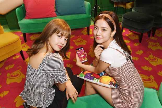 Xem chị em nhà BlackPink Lisa và Jisoo chơi Candy Crush theo kiểu mới, cute hết phần thiên hạ! - Ảnh 5.