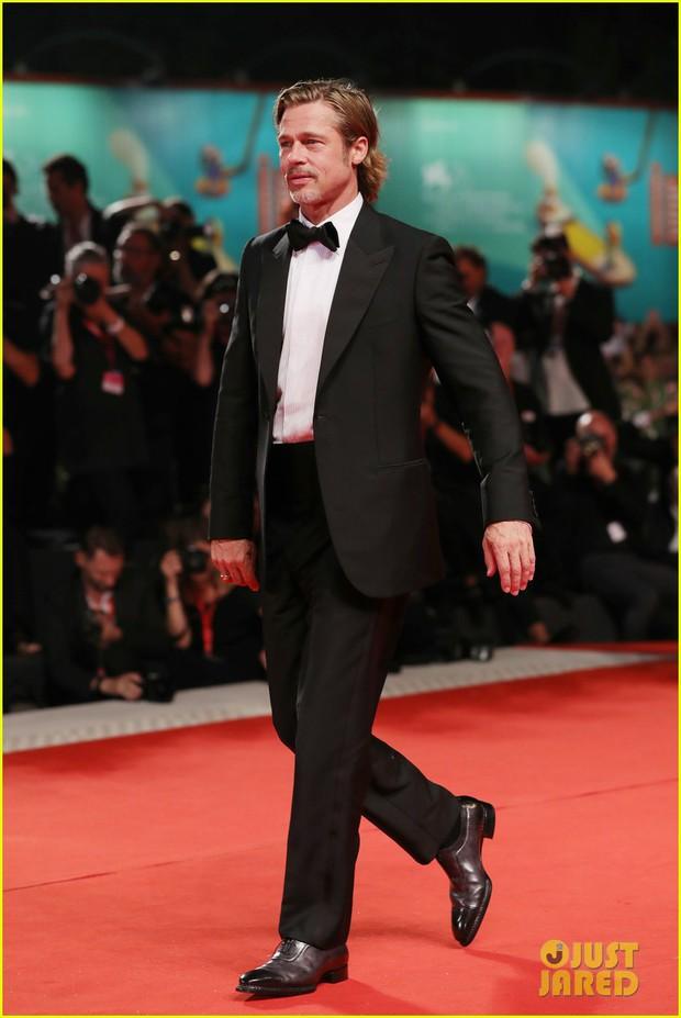Thảm đỏ Venice quy tụ toàn sao hạng A: Scarlett mệt mỏi nhưng vẫn quá sexy bên dàn mỹ nhân, Brad Pitt quá phong độ - Ảnh 1.