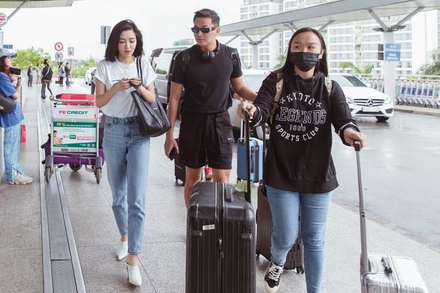 Bích Phương chanh sả xuất hiện tại sân bay sang Indonesia dự show khủng với MAMAMOO, Monsta X - Ảnh 1.