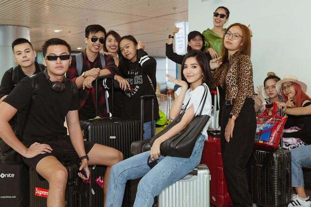 Bích Phương chanh sả xuất hiện tại sân bay sang Indonesia dự show khủng với MAMAMOO, Monsta X - Ảnh 6.