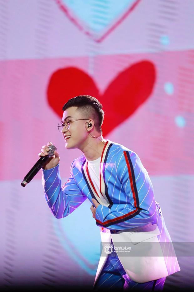 Chi Pu sắc lạnh, Ngô Kiến Huy làm fan phải truyền thái y gấp, cùng tân binh CIX và dàn sao Vpop khuấy động show diễn Hàn-Việt - Ảnh 13.