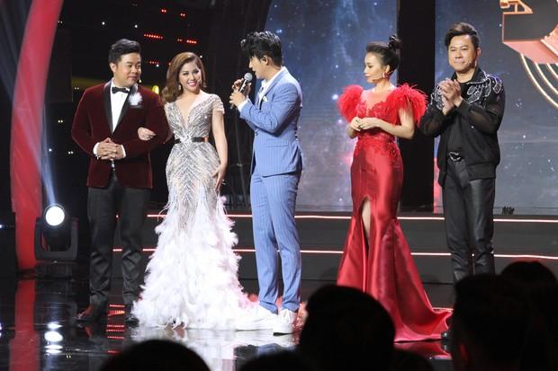 Minh Tuyết bật khóc khi kể lại chuyện tình vợ chồng ca sĩ Họa Mi và nghệ sĩ saxophone Tấn Quốc - Ảnh 1.