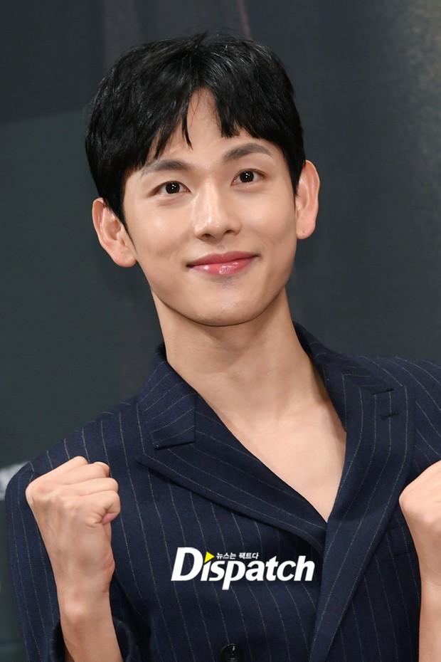 Mỹ nam tiết lộ sở thích kì lạ của Lee Dong Wook: Mỗi lần gặp phải sờ yết hầu, quên không rờ lại thấy thiếu thiếu? - Ảnh 3.