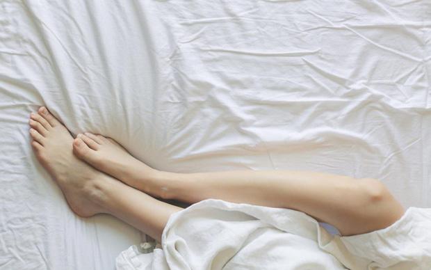 Người mắc hội chứng chân không yên có nguy cơ tự làm hại bản thân cao gần gấp 3 lần so với người bình thường - Ảnh 2.