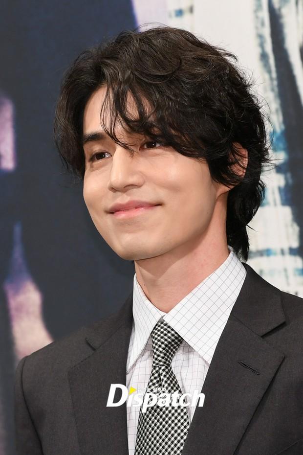 Mỹ nam tiết lộ sở thích kì lạ của Lee Dong Wook: Mỗi lần gặp phải sờ yết hầu, quên không rờ lại thấy thiếu thiếu? - Ảnh 2.