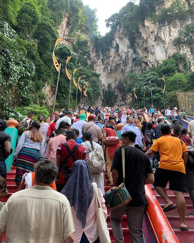 Nữ travel blogger chia sẻ bí kíp sống ảo tại động Batu nổi tiếng để lúc đi vắng người, khi về thì hốt trọn ảnh xinh - Ảnh 2.