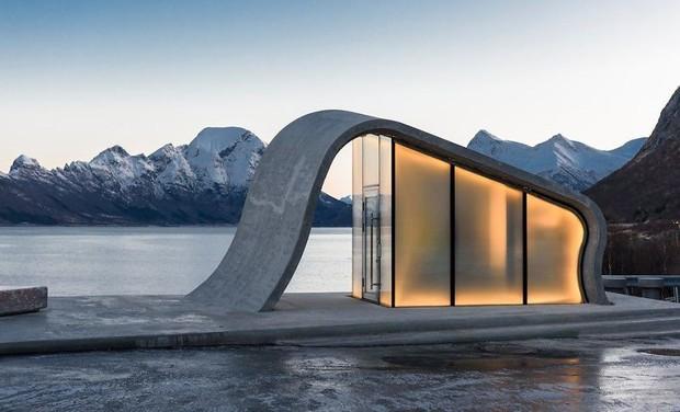 Na Uy vừa khánh thành tòa nhà 39 tỷ siêu hiện đại, vị trí tựa sơn hướng thủy nhưng bạn sẽ bật ngửa khi biết nó dùng để làm gì - Ảnh 1.