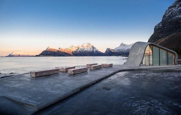 Na Uy vừa khánh thành tòa nhà 39 tỷ siêu hiện đại, vị trí tựa sơn hướng thủy nhưng bạn sẽ bật ngửa khi biết nó dùng để làm gì - Ảnh 2.