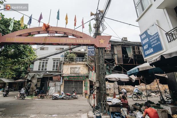Cuộc sống xung quanh nhà kho Rạng Đông sau vụ cháy: Người lớn cay mắt và khó thở, trẻ nhỏ được sơ tán - Ảnh 8.