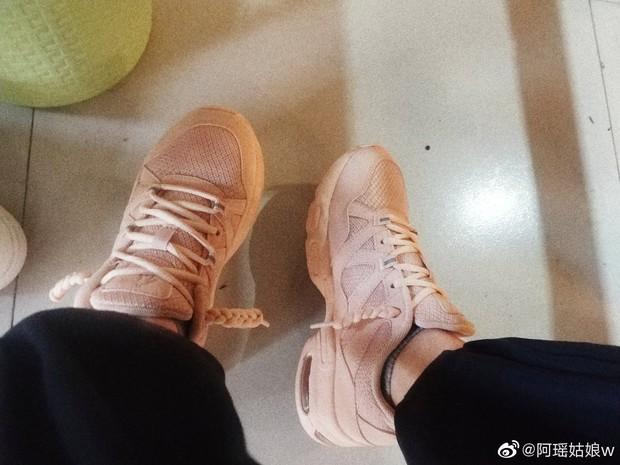 Có fan là thánh soi, đến cách thắt dây giày của Dương Mịch cũng thành hot trend khiến dân tình bấn loạn - Ảnh 8.