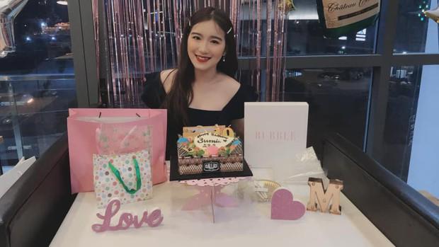 Con gái sinh năm 2000 của NSƯT Kim Tử Long sở hữu nhan sắc thu hút, vừa học vừa giúp bố quản lý nhà hàng - Ảnh 3.