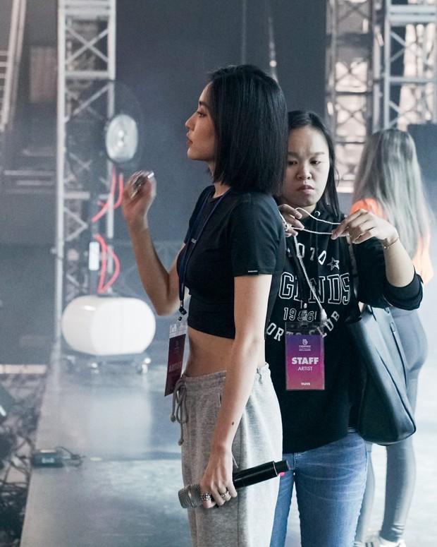 Bích Phương diễn tập trước show ở Indonesia: Khoe eo thon, chuẩn bị cho sân khấu trước MAMAMOO, Monsta X - Ảnh 5.