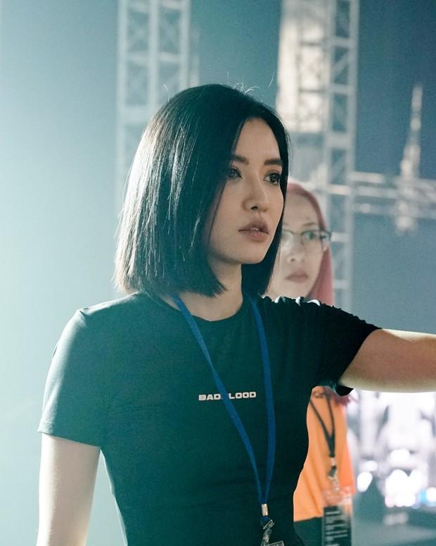 Bích Phương diễn tập trước show ở Indonesia: Khoe eo thon, chuẩn bị cho sân khấu trước MAMAMOO, Monsta X - Ảnh 7.