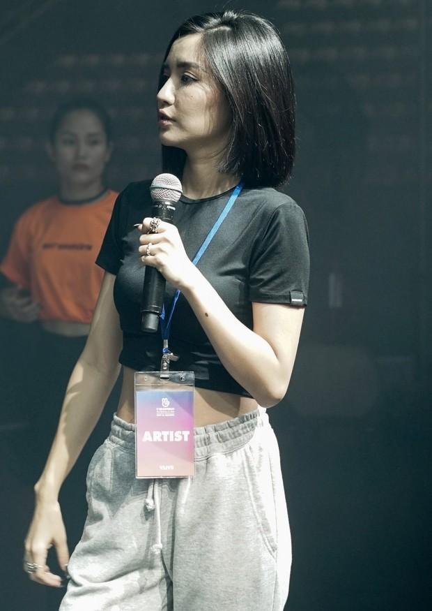 Bích Phương diễn tập trước show ở Indonesia: Khoe eo thon, chuẩn bị cho sân khấu trước MAMAMOO, Monsta X - Ảnh 9.