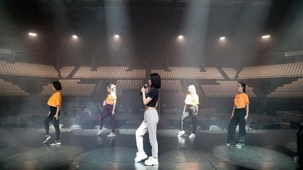 Bích Phương diễn tập trước show ở Indonesia: Khoe eo thon, chuẩn bị cho sân khấu trước MAMAMOO, Monsta X - Ảnh 17.