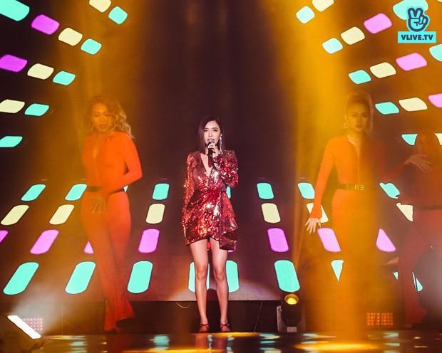 """Bích Phương sexy """"đốt mắt"""", lần đầu live """"Đi đu đưa đi"""" trên sân khấu Indonesia cùng MAMAMOO, Monsta X - Ảnh 5."""