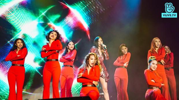 """Bích Phương sexy """"đốt mắt"""", lần đầu live """"Đi đu đưa đi"""" trên sân khấu Indonesia cùng MAMAMOO, Monsta X - Ảnh 2."""