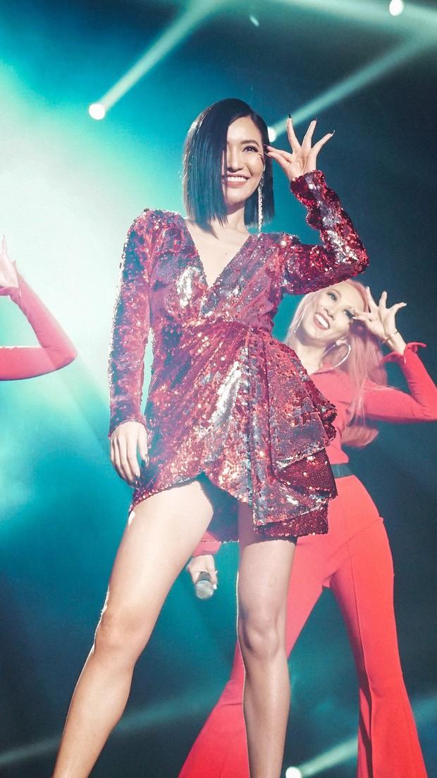 """Bích Phương sexy """"đốt mắt"""", lần đầu live """"Đi đu đưa đi"""" trên sân khấu Indonesia cùng MAMAMOO, Monsta X - Ảnh 6."""