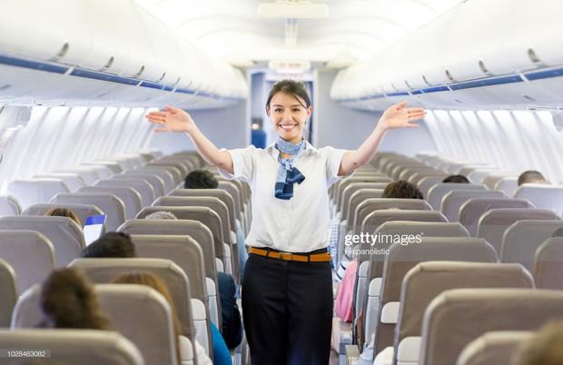 Góc khuất đằng sau những chuyến bay dài của phi công và tiếp viên: Liệu có được ngủ nghỉ, ăn uống như hành khách? - Ảnh 1.