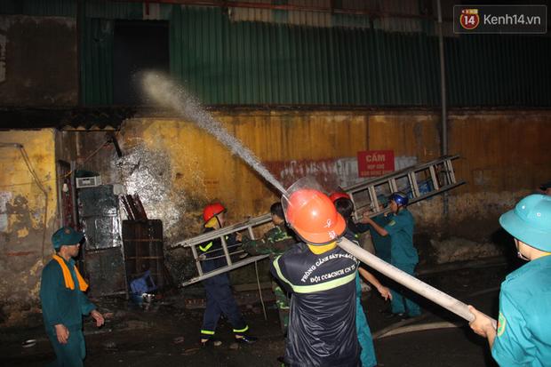 Bộ Tài nguyên Môi trường khuyến cáo người dân tạm thời không sử dụng thực phẩm có nguồn gốc từ khu vực xung quanh vụ cháy Rạng Đông - Ảnh 2.