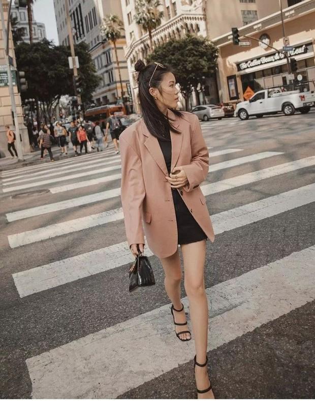 Quần short + blazer: Có cả loạt cách mix đồ giúp chân dài phải biết cho style của các nàng tuổi băm - Ảnh 1.