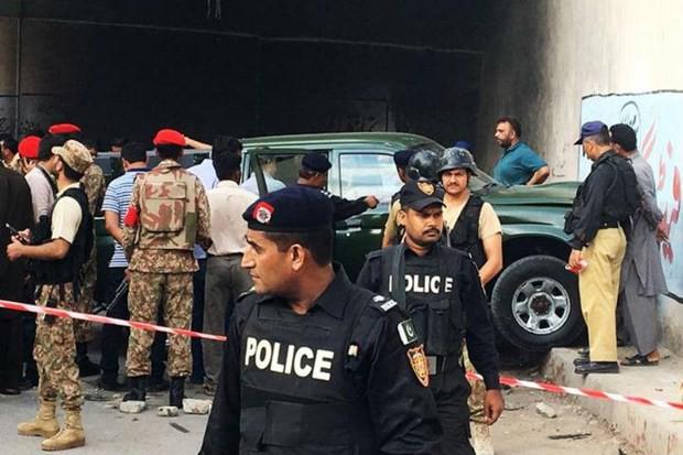 Sập cầu xuống sông tại Pakistan khiến nhiều người chết và mất tích - Ảnh 1.