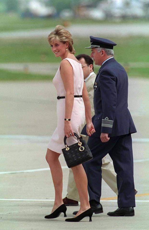 """Lên đồ cực """"già đời"""", con gái tài tử Tom Cruise như phiên bản nhỏ của Công nương Diana - Ảnh 5."""