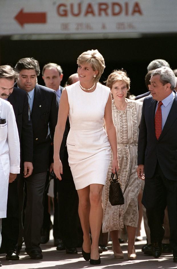 """Lên đồ cực """"già đời"""", con gái tài tử Tom Cruise như phiên bản nhỏ của Công nương Diana - Ảnh 6."""