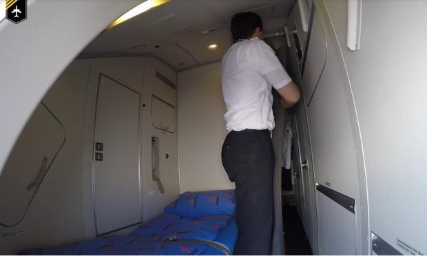 Góc khuất đằng sau những chuyến bay dài của phi công và tiếp viên: Liệu có được ngủ nghỉ, ăn uống như hành khách? - Ảnh 11.
