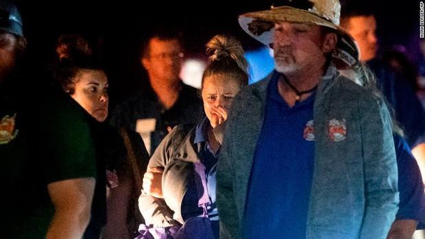 Loạt ảnh đầy xót xa trong tuần lễ đẫm máu của nước Mỹ: Liên tiếp 3 vụ xả súng khiến gần 100 người thương vong - Ảnh 6.