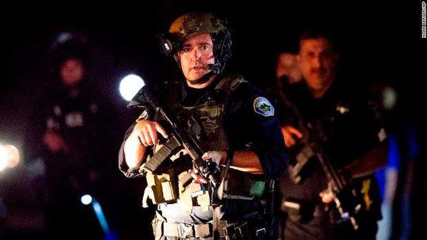 Loạt ảnh đầy xót xa trong tuần lễ đẫm máu của nước Mỹ: Liên tiếp 3 vụ xả súng khiến gần 100 người thương vong - Ảnh 2.