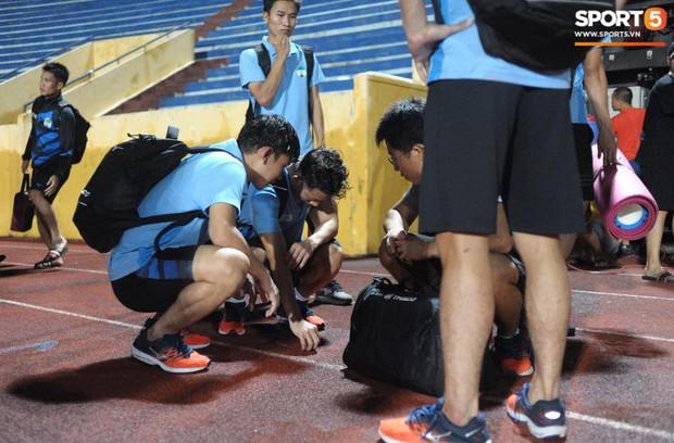 Cựu cầu thủ U23 tự trách vì bàn thua khiến HAGL đánh rơi chiến thắng ở Nam Định - Ảnh 5.