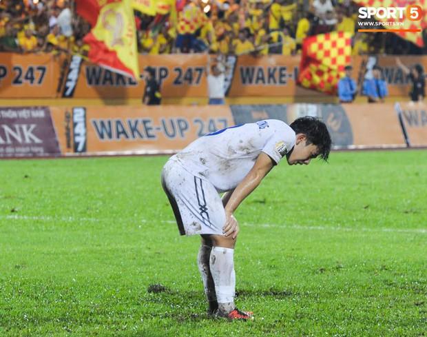 Cựu cầu thủ U23 tự trách vì bàn thua khiến HAGL đánh rơi chiến thắng ở Nam Định - Ảnh 2.