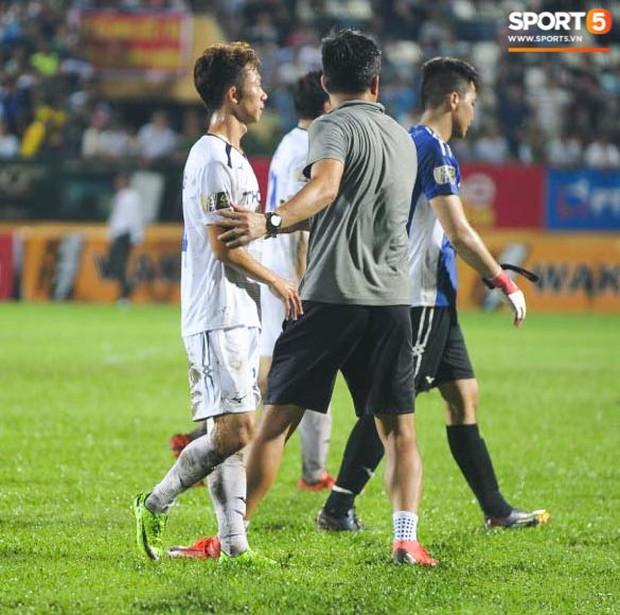 Cựu cầu thủ U23 tự trách vì bàn thua khiến HAGL đánh rơi chiến thắng ở Nam Định - Ảnh 4.