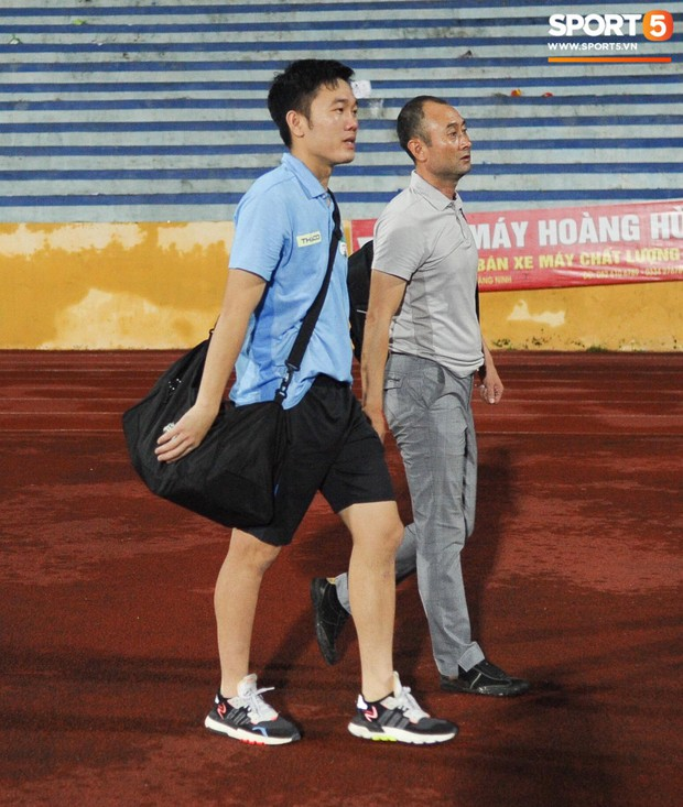 Cựu cầu thủ U23 tự trách vì bàn thua khiến HAGL đánh rơi chiến thắng ở Nam Định - Ảnh 8.