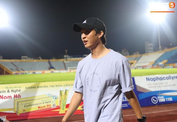 Cựu cầu thủ U23 tự trách vì bàn thua khiến HAGL đánh rơi chiến thắng ở Nam Định - Ảnh 10.